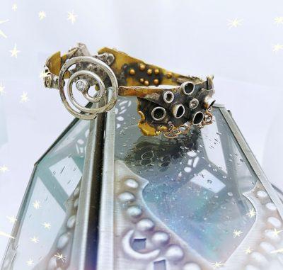 Coquillage Bangle Bracelet